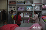 马帮的女人们则带着孩子去商场买生活用品,来南昌一年多,仅仅逛过几次街,平时基本上都过着两点一线的生活。