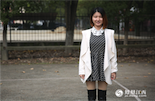 李柳瑶,1991年出生,网站编辑。在李柳瑶的成长过程中,她一直希望有个姐姐陪伴自己,可以一起购物、旅行,甚至帮她参考该找什么样的男朋友。在她出生的那一年,改革开放的经济成果开始影响人口流动,江西省城镇人口首次达到800万,人口密度在每平方公里200到499之间。《江西政报》也提出了,少生孩子多办厂,干群同心奔小康的口号。