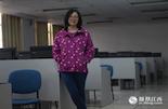 袁芳,1982年出生,大学实验室管理员。如果可以,袁芳想要一个哥哥。最近,家里的长辈生病住院,她和丈夫都是独生子女,所以照顾老人的压力特别大。在她出生的那一年,计划生育被确定为基本国策,并写入 《宪法》。当时,江西以武警、公安、单位干部组成的宣传队开始在全省宣传计划生育。