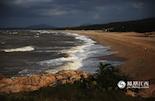 棋子湾是海南唯一保留着原始、天然景观的旅游度假区,不仅景奇景美,而且流传着许多美丽传说的地方。历代慕名而至的名人有苏东坡、赵鼎、郭沫若……他们都被它美丽神奇的景色所吸引,同时,它也是本次发现海南之美凤凰全媒体采风活动终点。