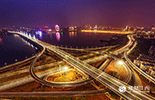 在城区建设方面,1-9月,南昌市投资结构继续优化,南昌市共完成500万元以上固定资产投资3000.80亿元,同比增长17.3%。随着朝阳大桥、九龙湖片区的投入使用,以及新建县的撤县改区,南昌城区面积扩容了6倍。