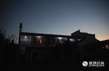 早晨天蒙蒙亮,大多数人还在睡梦中,位于南昌新建区的南山岛上有一栋建筑就亮起了灯。7点钟之前,巡护员们就要集合,准备出发前往湖区。
