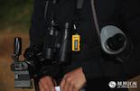 这些年来,为了保护鄱阳湖的候鸟,江西不仅下大力气招募了许多高学历人才,在硬件设施上也是投入巨大。GPS、高倍望远镜,数码相机成为标配,人手一个。