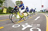 政府方面也加大了对低碳生活的投入,南昌市红谷滩区最早启动了公共自行车服务体系。共有1000辆公共自行车和25个服务站点正式免费投入使用。市民可以办ic卡进行免费租车,最大租车距离仅在300米以内。