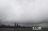目前,南昌市已经列出了大气污染防治时间表,制定了为期3年的蓝天行动计划,计划要求在2015年,可吸入颗粒物(PM10)、细颗粒物(PM2.5)年均浓度比2013年分别下降10%、5%。
