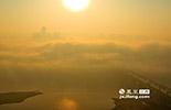 近期,南昌被评为国家级文明城市,优良率在去年达到了80.5%的空气质量,功不可没。在人们奔走庆祝的同时,如何守护这片中部地区的空气绿洲,保护这方空气净土,也成为了值得人们深思的问题。