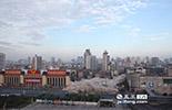 南昌市环保局一位负责人曾在去年一次新闻发布会上表示,根据初步测算,南昌PM2.5来源扬尘贡献率最高,贡献率为27.3%。在2014年,南昌市重大重点项目共有100个,总投资3050.99亿元。在谋求经济发展的江西,南昌作为省会城市,目前正处在一个高速发展的阶段,城市建设日新月异,而如何控制好工地扬尘,是所有施工单位需要攻克的难题。