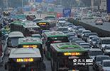 而位于PM2.5贡献榜第二名的就是机动车尾气,数据显示机动车PM2.5贡献率为20.9%。目前,南昌机动车保有量超过了64万辆,比2013年略有下降。