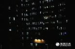 深夜十一点之后,大多数人都已进入梦乡,江西省儿童医院的住院大楼依旧灯火通明,对于陪护的家长而言,在这栋楼里的每一天都是煎熬,而支持他们一直坚守下去的就是那份血浓于水的亲情,这一次我们的故事就从这里开始。