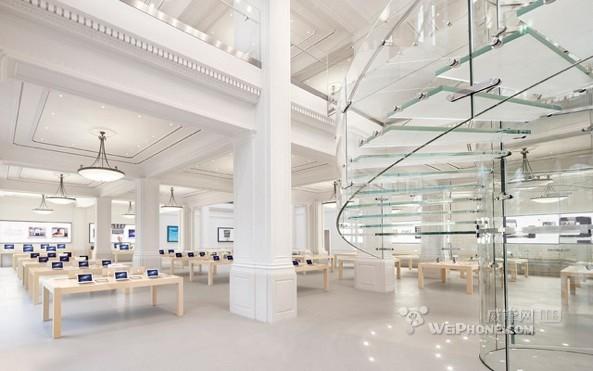 """位于荷兰阿姆斯特丹的苹果零售店src=""""http://y1.ifengimg.com/tech_spider/dci_2012/10/8095cf58efb64c9e4b87f337d075fc55.jpg"""""""