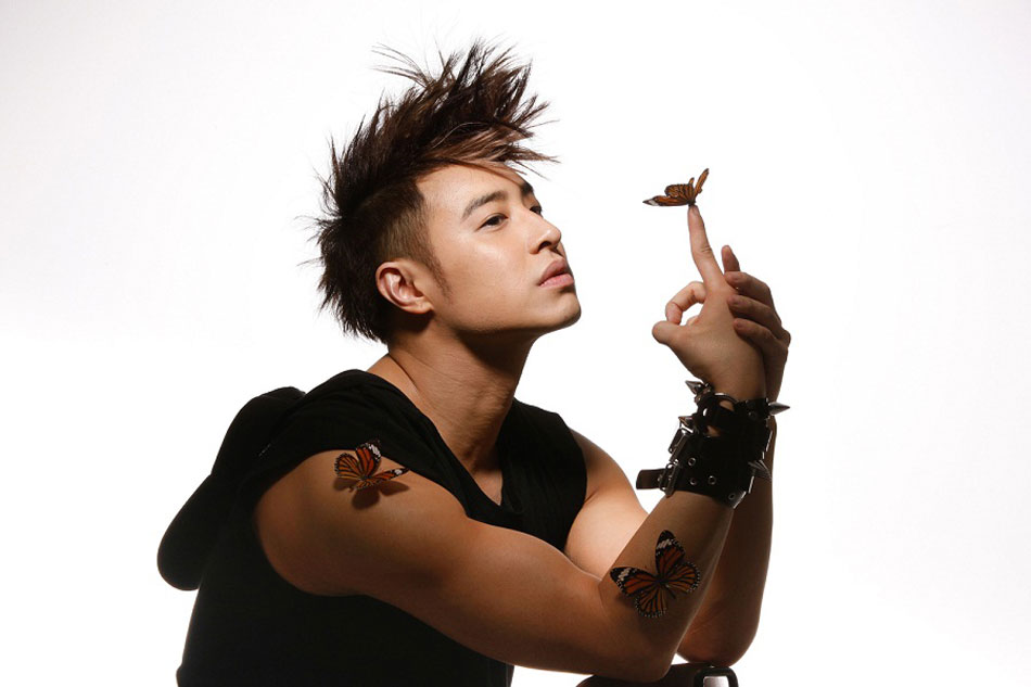 潘玮柏新造型短发示人搭配蓝图片变身潘发型v短发中长眼影美男男图片
