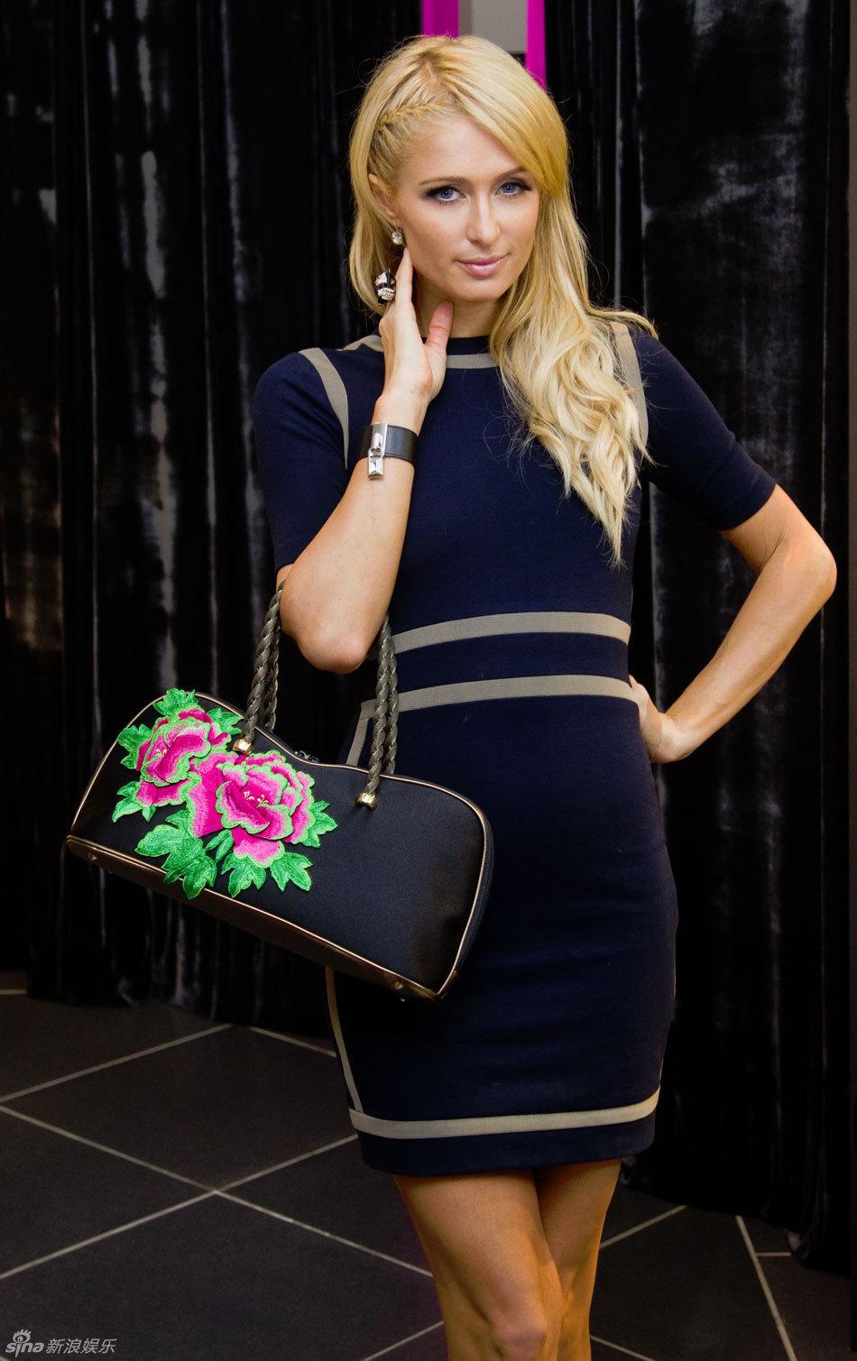 帕丽斯 希尔顿上海购物 穿旗袍秀婀娜身段引围观