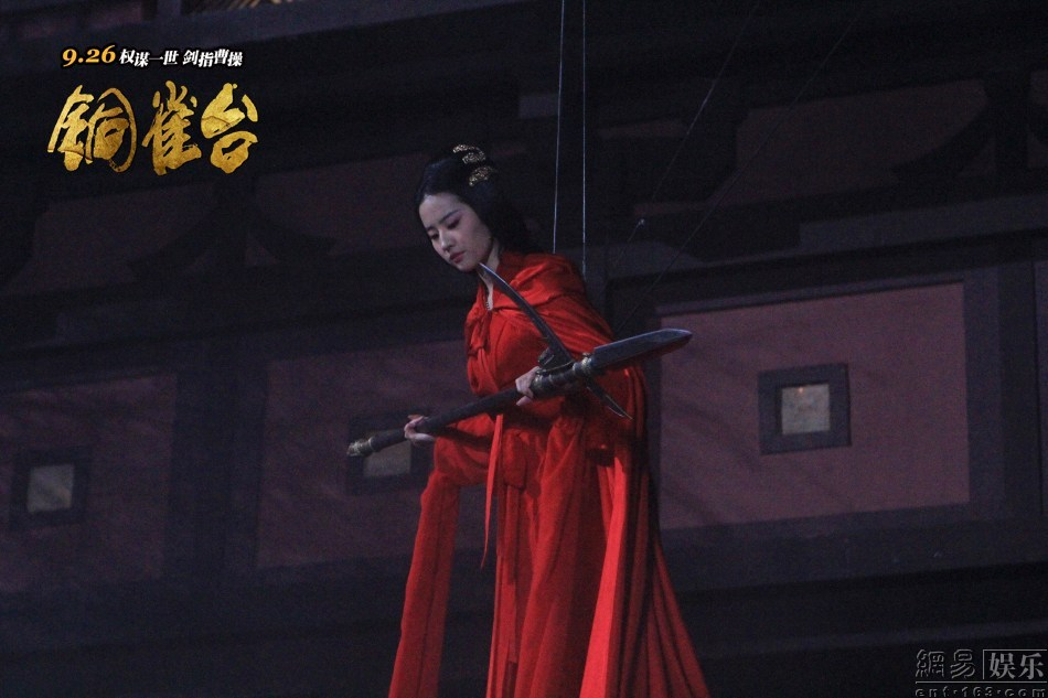刘亦菲吊威亚图片