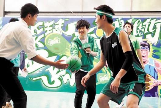 林俊杰为篮球赛开球