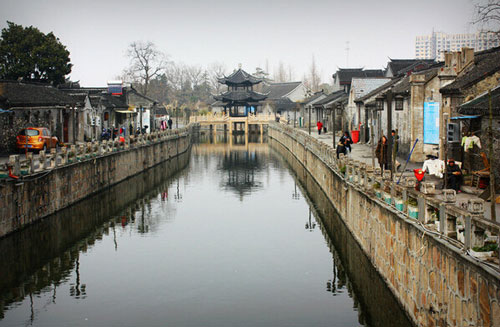 南通 南通文化 > 正文   大名鼎鼎的神探李昌钰,就出生在如皋,古城里