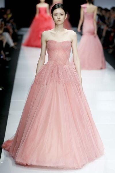 新潮吹女王_潮吹女王cytherea,雪景红色婚纱照图片,这是一种可