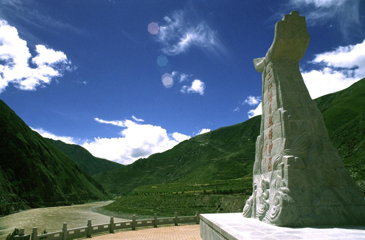 """孕育中华文明的黄河_被誉为""""中华水塔""""的三江源地区独特自然景观_西北频道_凤凰网"""