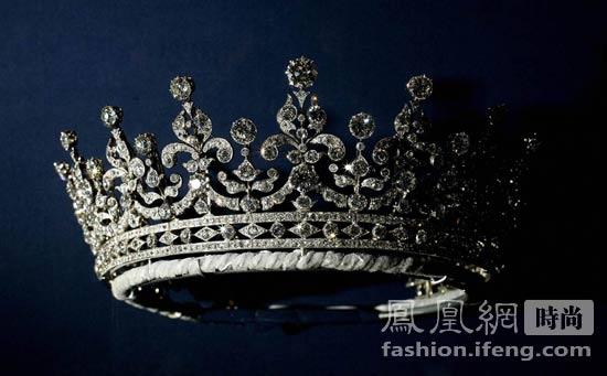 女王伊麗莎白二世 揭秘其一生中傳奇珠寶