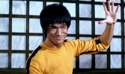 黄色三级电影囹�a�.9c._李小龙的黄色连身衣,双节棍将被拍卖(图)
