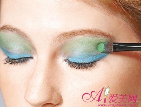 眼妆的画法视频_眼影画法 化妆师教你眼影颜色搭配_时尚频道_凤凰网