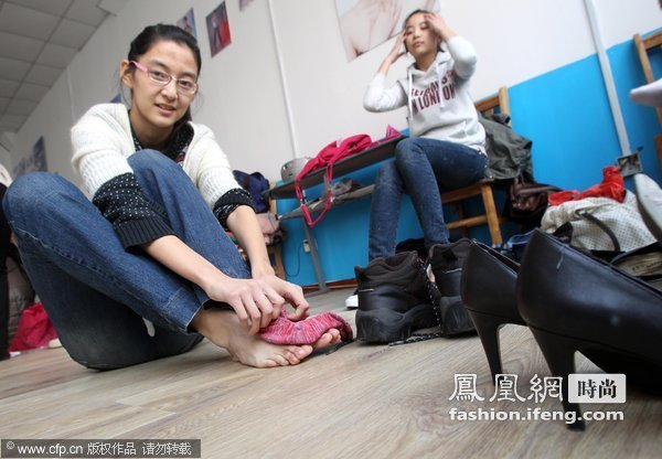 十三岁祼体女生_13岁青岛女孩的T台梦_时尚频道_凤凰网