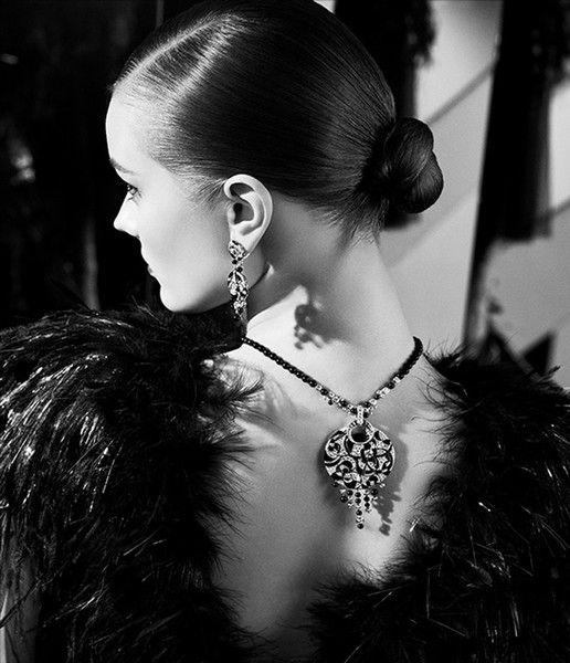 香奈儿2014秋冬高定_超模莫妮卡-雅克优雅出镜 演绎Chanel新珠宝_时尚频道_凤凰网