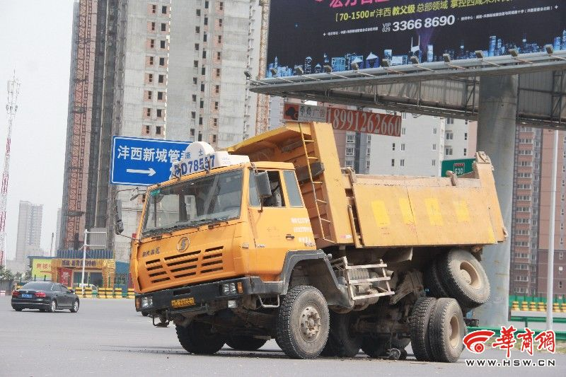 拉土车图片_咸阳:一拉土车后轮飞起碾压前轮_资讯频道_凤凰网
