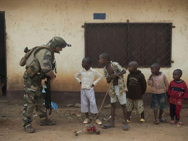 中非共和国食人族_资料图片:驻守中非共和国的法国士兵.(图片源于网络)