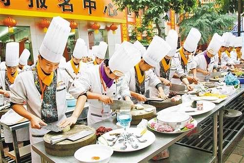 厨艺大赛_重庆沙坪坝餐饮技能大赛367名选手展厨艺