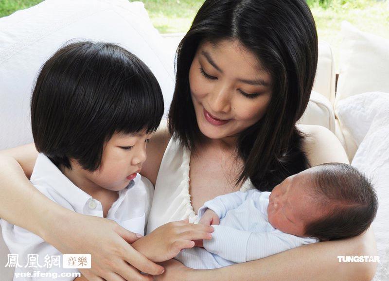 温馨亲子照_陈慧琳小儿子满月 曝光温馨亲子照_音乐频道_凤凰网