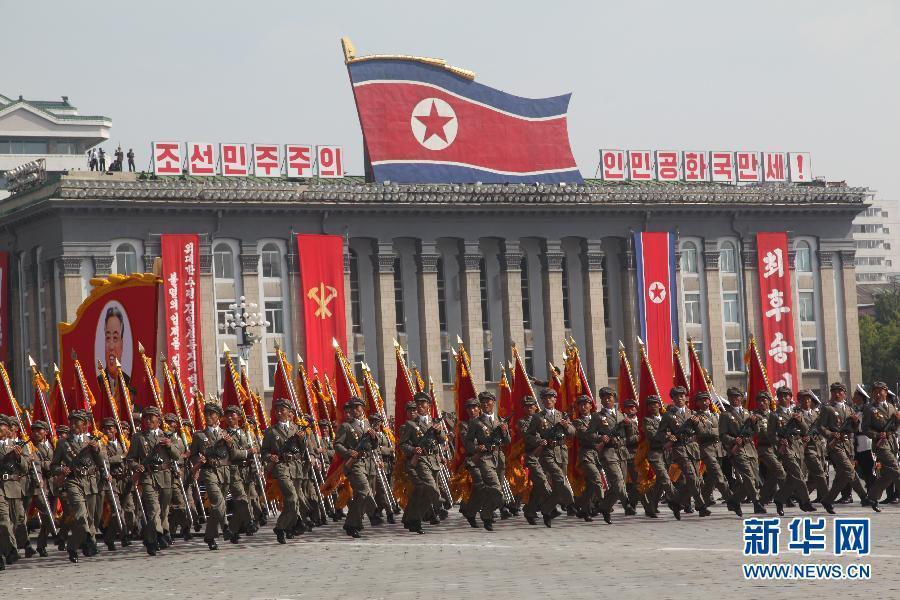 朝鲜阅兵式2013高清_朝鲜建国65周年阅兵 老式枪榴弹方阵罕见亮相_军事频道_凤凰网