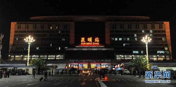 云南昆明火车站尸体_云南昆明火车站发生暴力恐怖案件(组图)|暴徒|恐怖事件_凤凰资讯