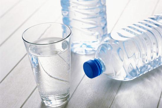 自來水燒開、桶裝水、瓶裝水,到底喝哪個更健康?你認知不一定對