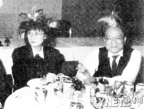 王刚的第一任妻子_金庸三段婚恋史曝光:曾惨遭第一任妻子背叛_文化频道_凤凰网