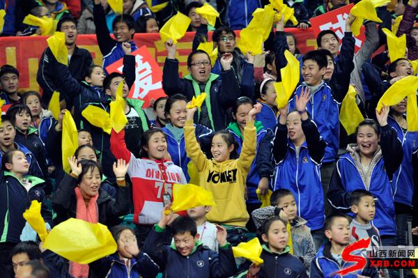 兴瑞王海珍_山西女篮99 85胜上海豪取八连胜 摩尔55分18板(图)_资讯频道_凤凰网