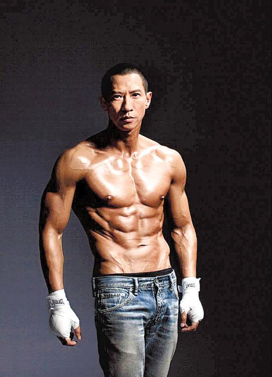 张家辉激战肌肉_张家辉苦练九月变身生猛肌肉男_资讯频道_凤凰网